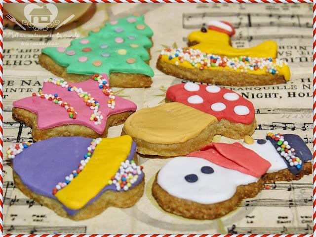 Biscoitos de especiarias decorados para o natal