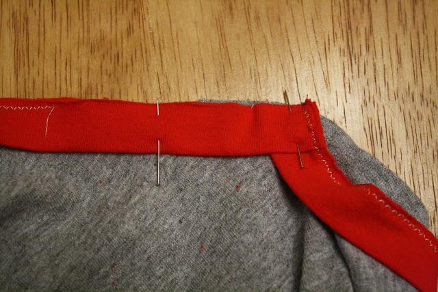 طريقة خياطة تقويرة العنق على شكل v