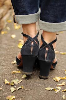 Beautiful back detail on vintage heels #1940s #heels #vintage #shoes