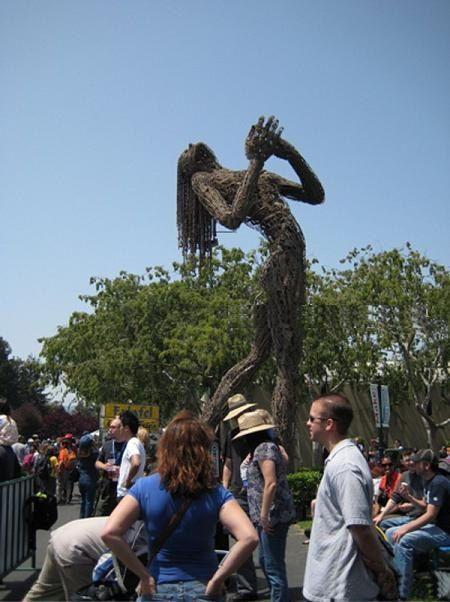 http://1.bp.blogspot.com/-_jQx_v8UuSk/TeHTNi9_LEI/AAAAAAAAnII/D-duVKkxk94/s1600/Gigantic%2BSculpture%2Bof%2BMan%2Bfrom%2Bthe%2BRopes.jpg