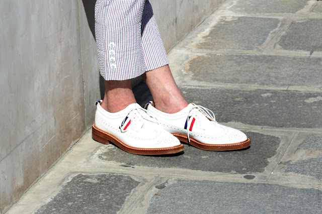 men street style details white shoes