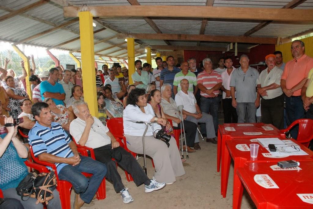 Moradores e produtores rurais de Água Quente acompanham a prestação de contas do secretário estadual de Agricultura Christino Áureo e do prefeito Arlei