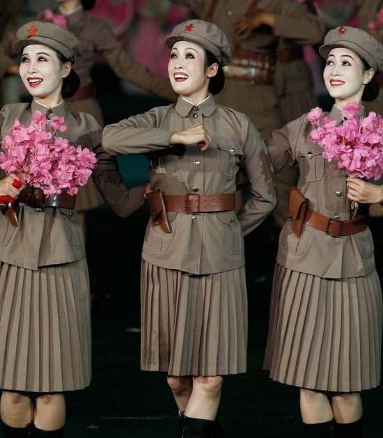http://notifikasiku.blogspot.com/2012/01/foto-aksi-tentara-wanita-korea-utara.html