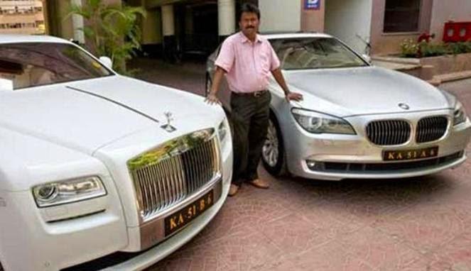 Tukang Cukur Ini Memiliki 2 Mobil Dengan Harga Miliaran