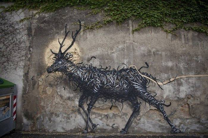 "Street Artist DALeast Unleashes a New ""Creature"" Mural in Vienna"