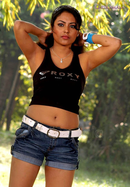 Hot Actress Boobs and navel new indianudesi.com