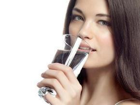 فوائد شرب الماء عند الإستيقاظ
