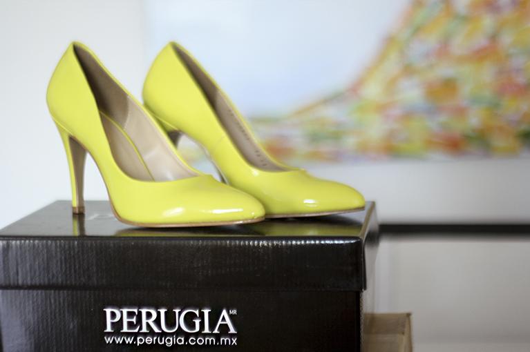 zapatos neon amarillos