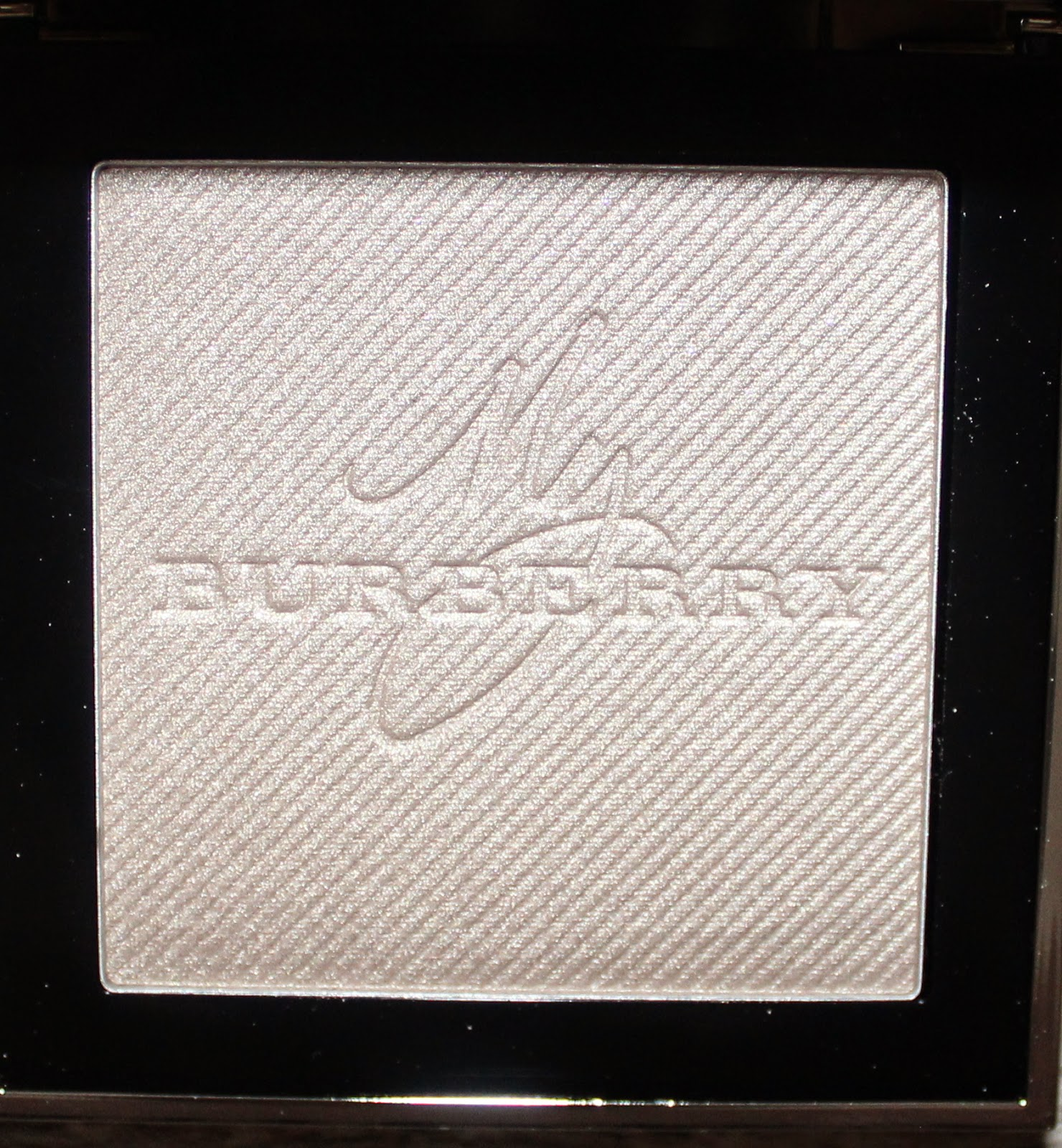 Burberry Gold Glow Fragranced Luminising Powder