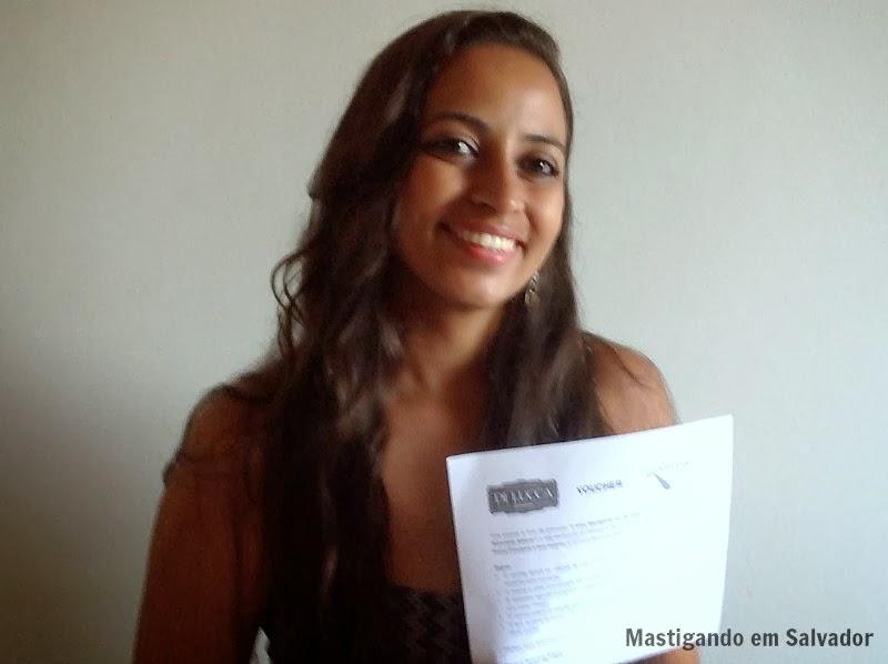 Laura Vieira, com o voucher do Di Lucca Ristorante Italiano