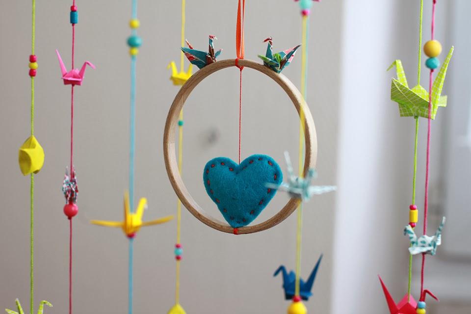 bidouill par lili du c t de l 39 atelier leur joli jour 4 mobile porte alliances. Black Bedroom Furniture Sets. Home Design Ideas