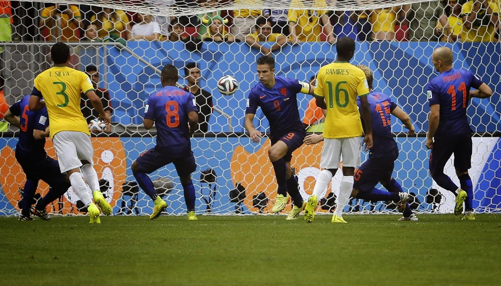 "FÚTBOL Mundial de Brasil-- Brasil 0-3 Holanda ""Brasil recibe 10 goles en dos partidos y es cuarta"""
