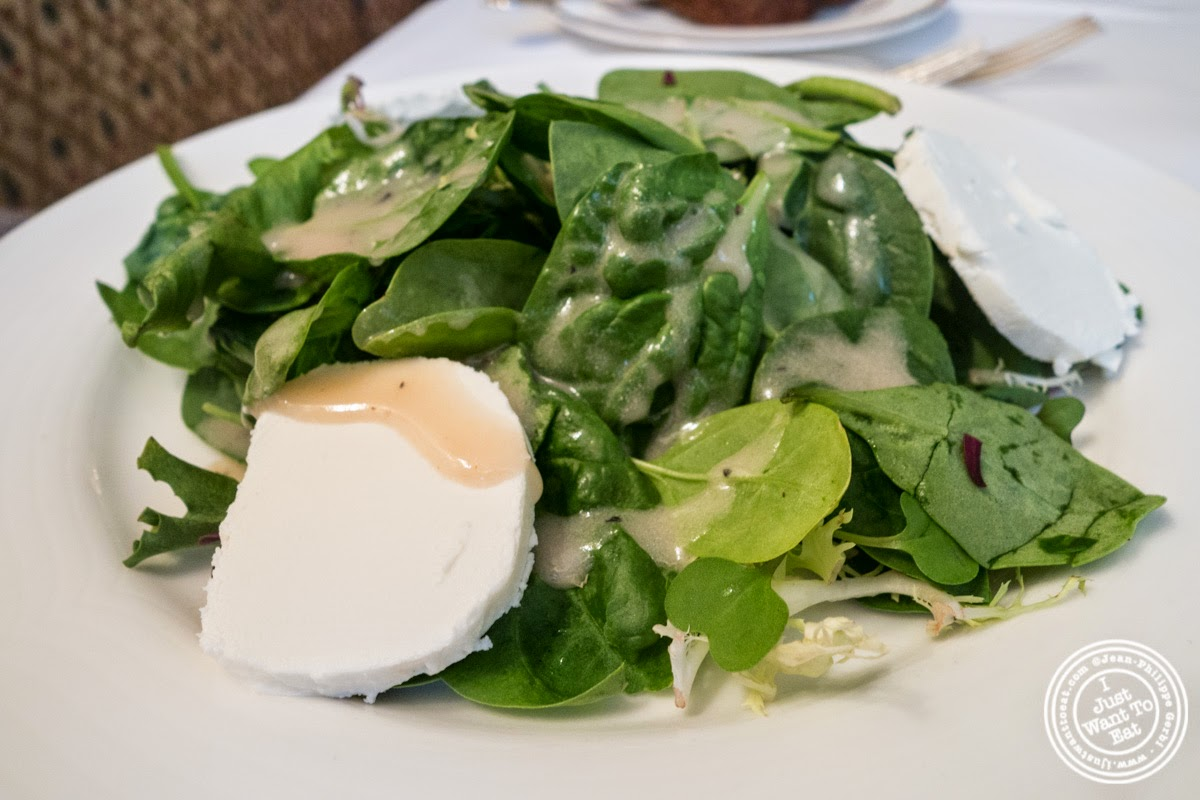 image of salade mélangée at Le Périgord in New York, NY