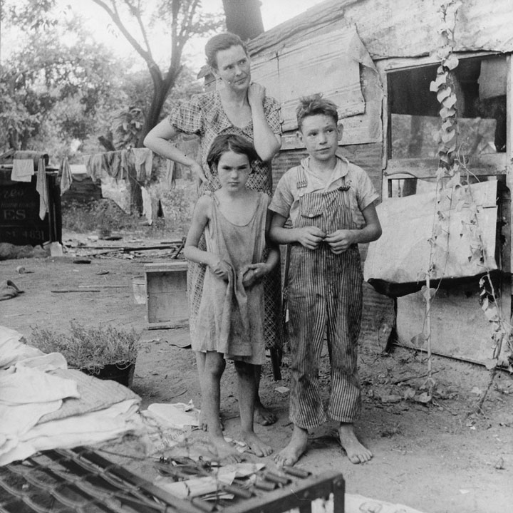 the hardships of the average american family during the great depression and the dust bowl in the bo Children of the great depression, by russell freedman, is a book about the struggles that the children who lived during the great depression experienced the book talks about their family, home, school, and work struggles that the children went through.