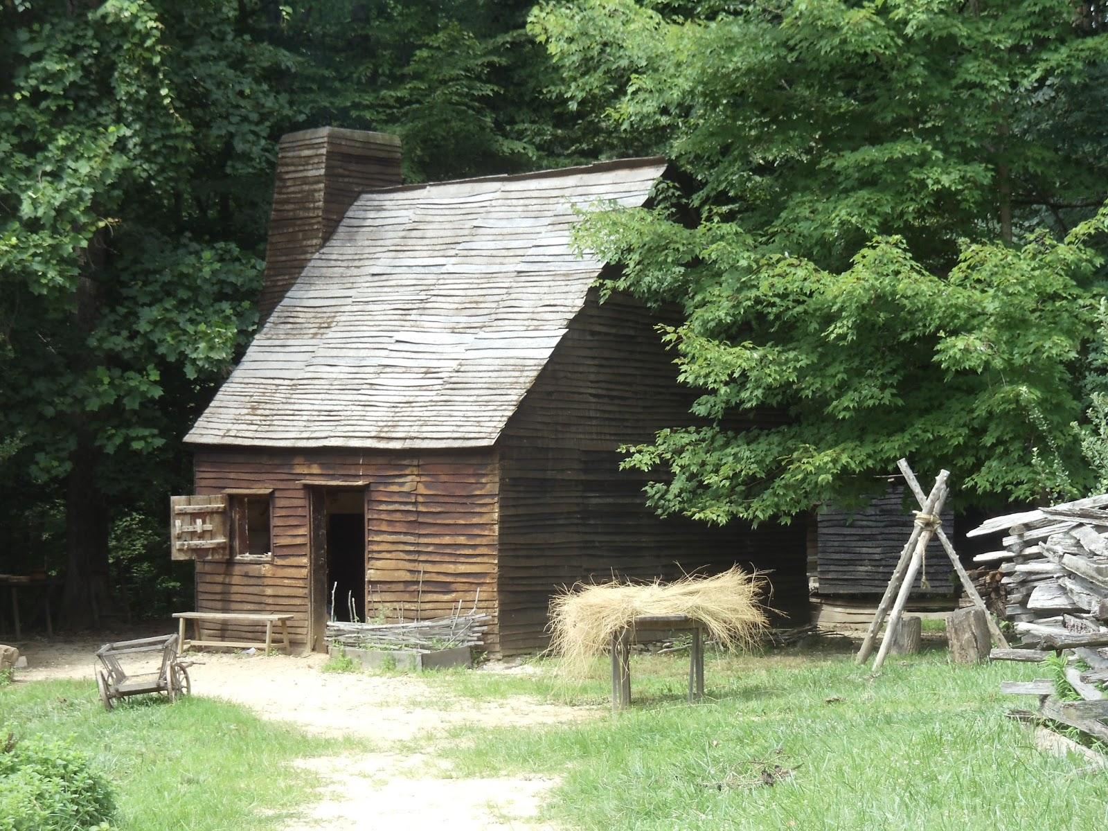 Claude Moore Colonial Farm farmhouse