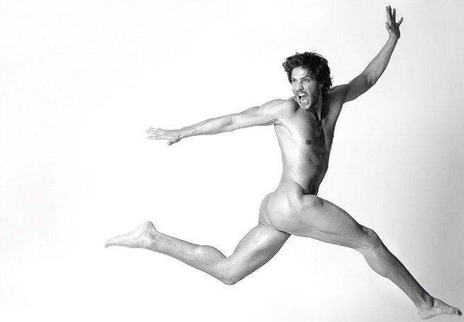 André Bankoff posa nu para editorial de moda. Foto: Fernando Torquatto
