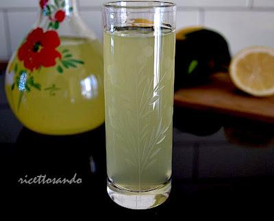 limoncello ricetta di liquore tipico di origini italiane a base di limone