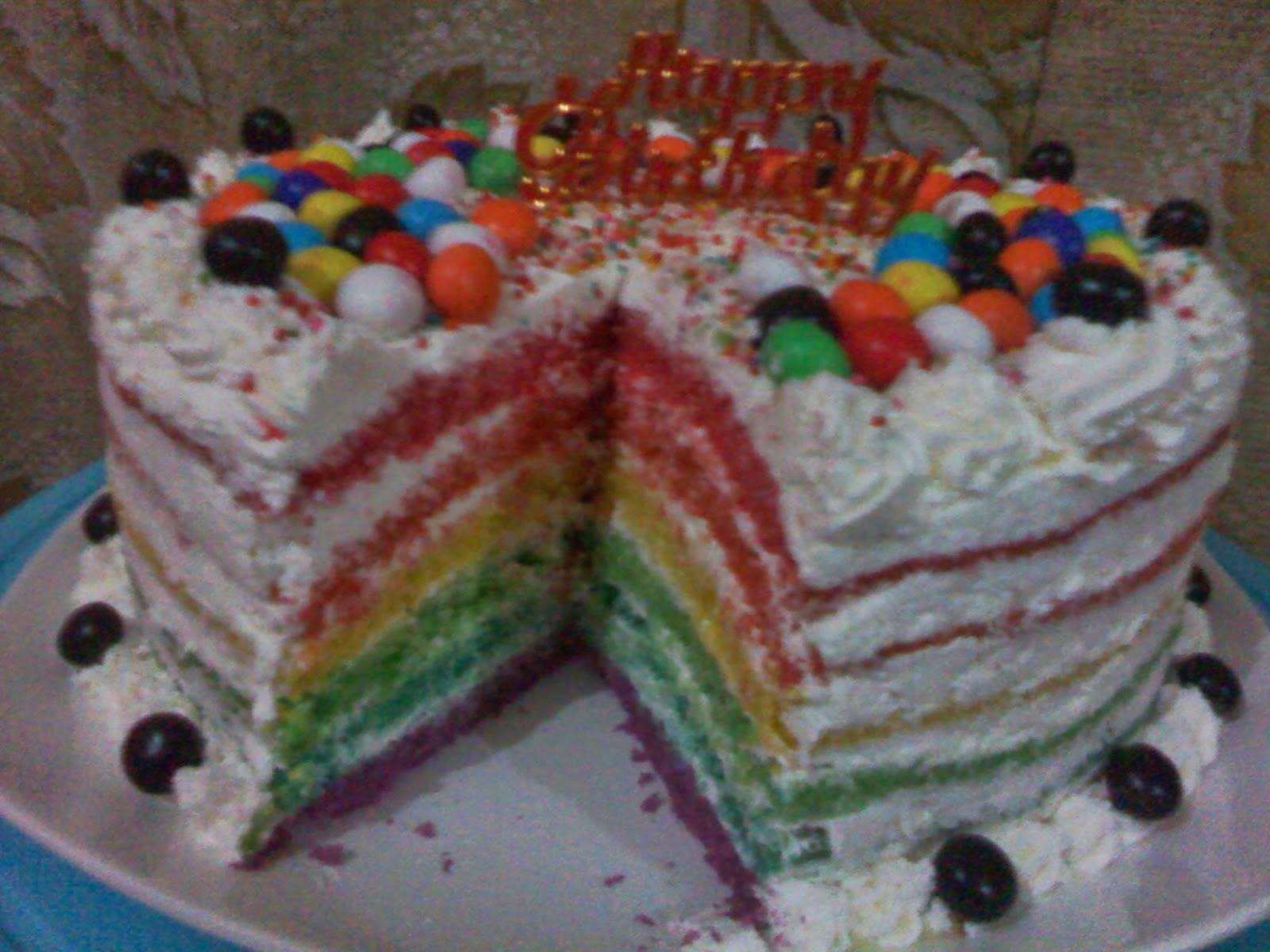 Rainbow cake untuk ulang tahun di padang