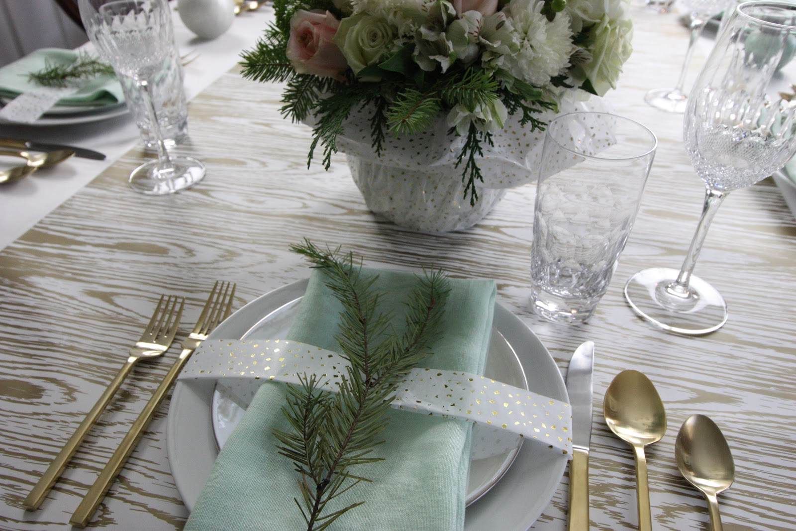 The Inspiration For This Yearu0027s Design Were The Mint Linen Napkins From  CB2. I Loved It Paired With Crisp White And Gold Metal.