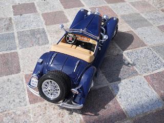 coche a escala marca Burago Mercedes Benz 500K Roadster 1936