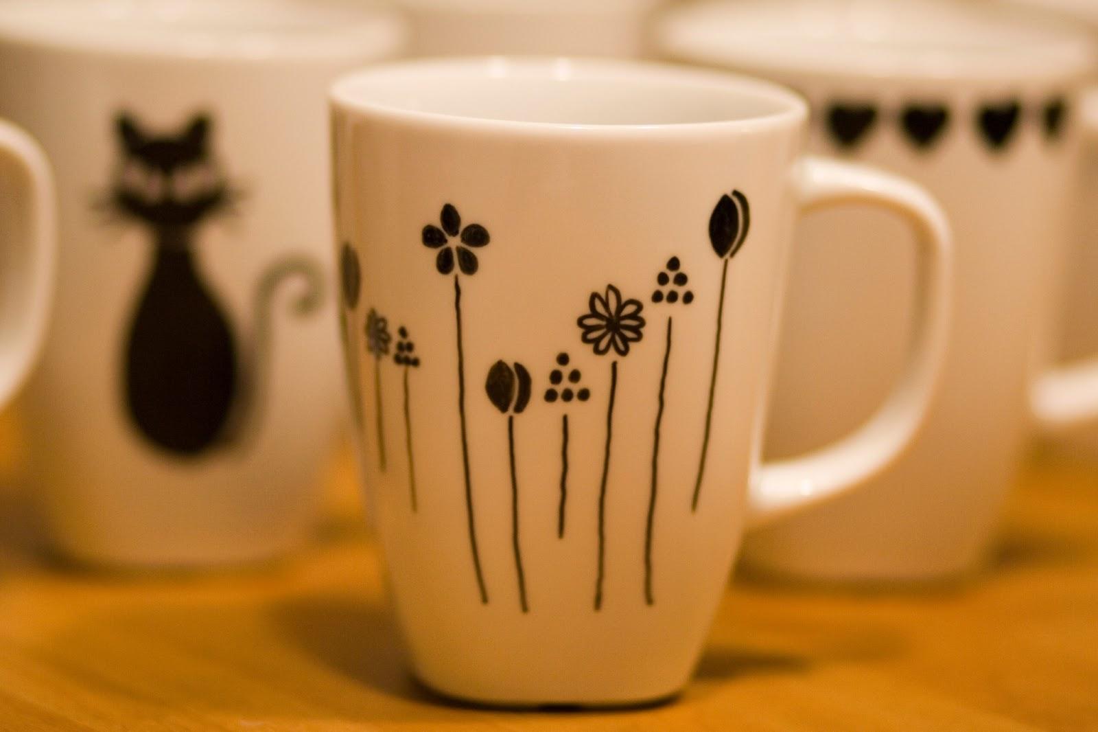 Chica perika tazas pintadas con invitada especial - Tazas decoradas a mano ...