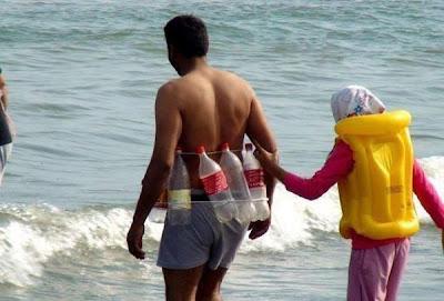 Mourir bêtement en mer: merci à Trash-Cola et au génial bricoleur de la ceinture de flottaison à 1 euro!