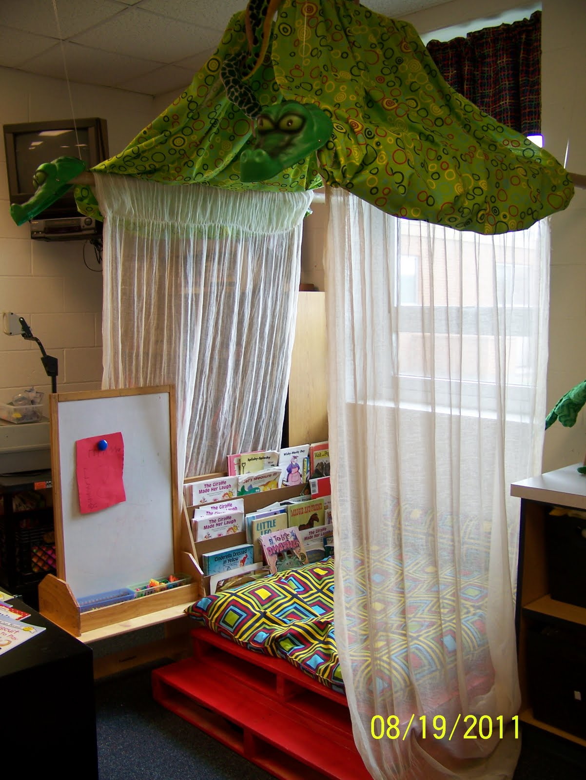 Classroom Reading Nook Ideas ~ My time between august