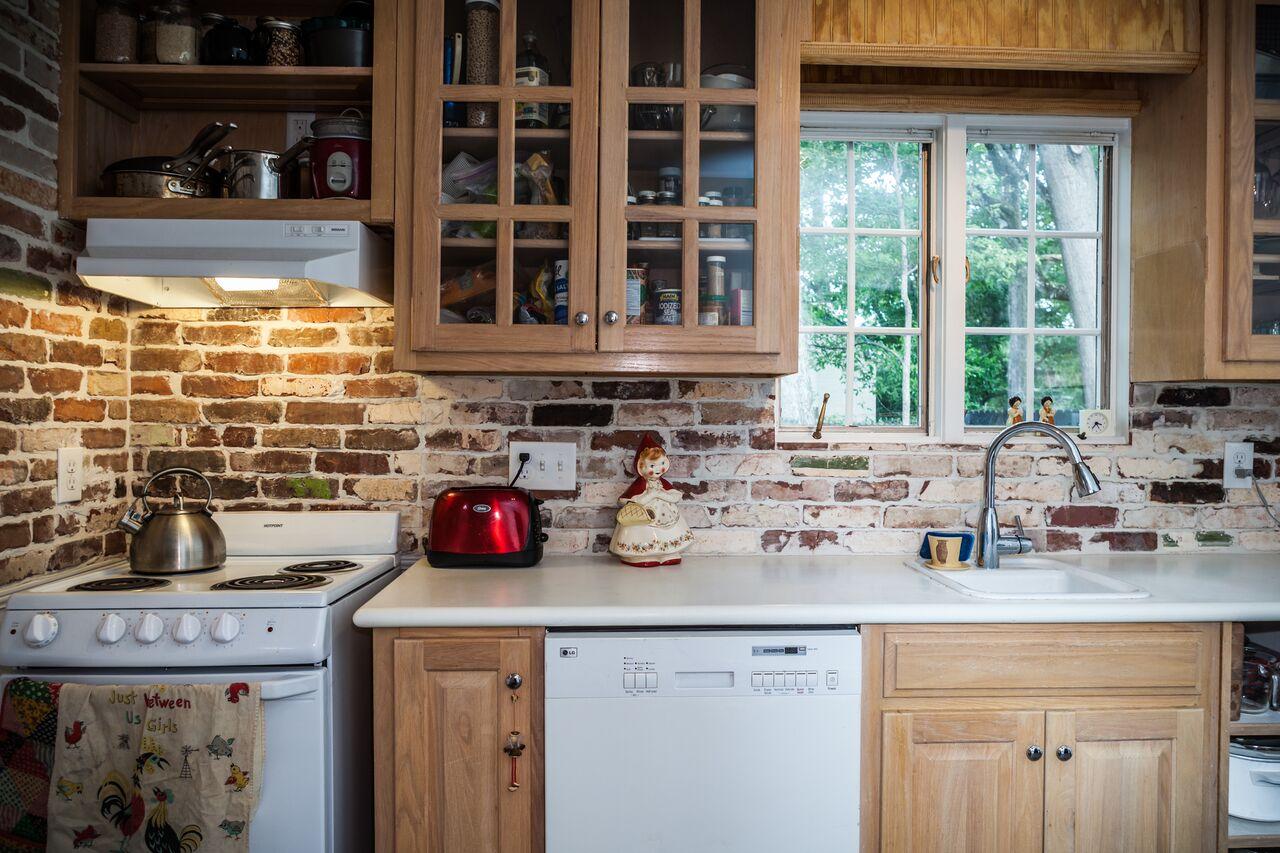 Brick tile backsplash kitchen