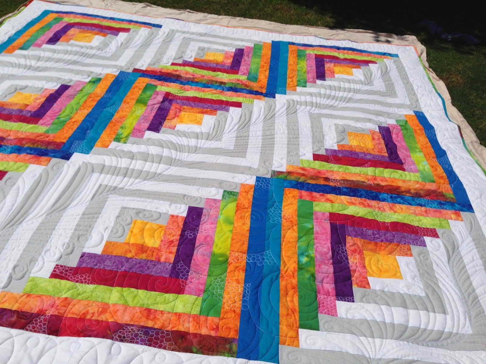 Rainbow log cabin quilt finished pictures