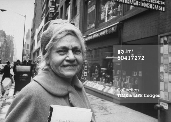 Frances Steloff in front of Gotham at its third location in the Diamond District