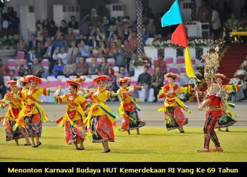 Menonton Karnaval Budaya HUT Kemerdekaan RI Yang Ke 69 Tahun