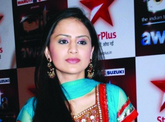 hotolinenews: Parvati ... Star Parivaar Awards 2011