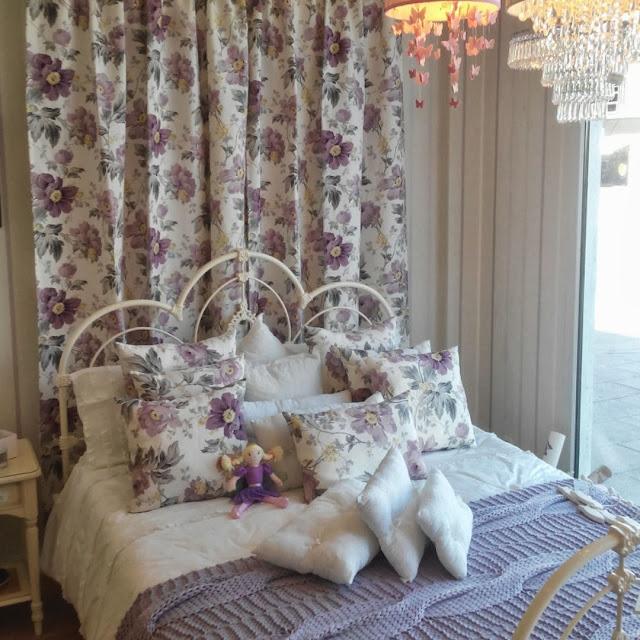 Dormitorio Laura Ashley de estampado de flores amatista - Peony Garden, cortinas, cojines y ropa de cama