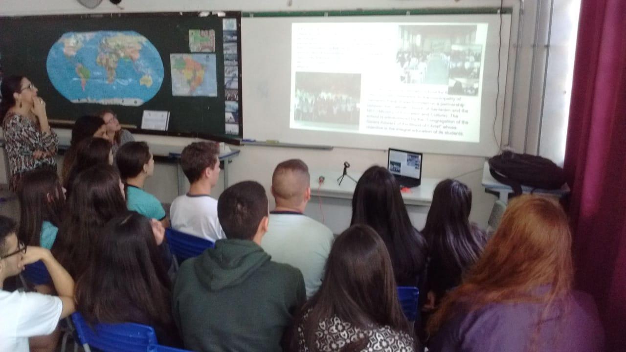 Videoconferência com Reino Unido