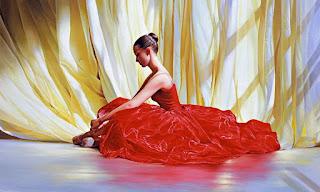 Mujer Bailarina de Ballet con Vestido Rojo