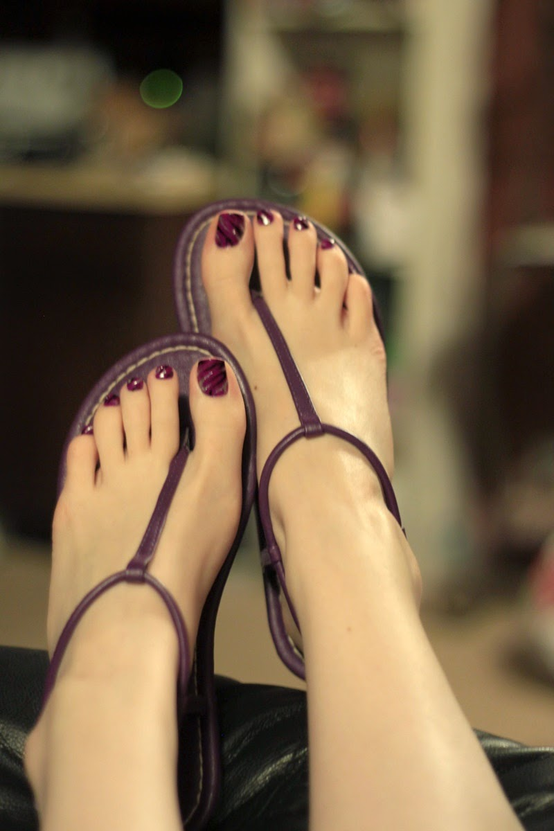 Mature legs with longer red toenails