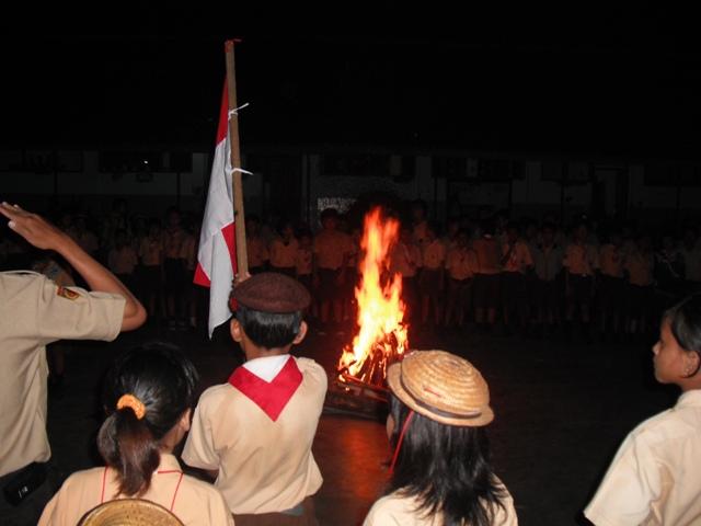 upacara-api-unggun.jpg