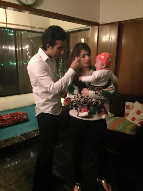 http://funchoice.org/celebrities/pakistani-celebrities/syra-yousuf-and-shehroz-latest-photos-with-daughter-nooreh