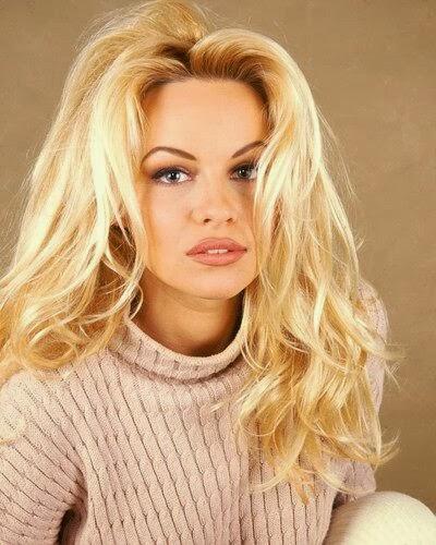 Para ver las fotos secretas de sus esc  225 ndalos  dale clic al anuncio Early Pamela Anderson