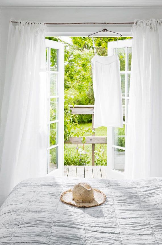 Bright bedroom image by Morten Holtum