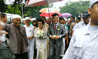 Indahnya Islam, massa 112 kawal pasangan pengantin ke Gereja Katedral