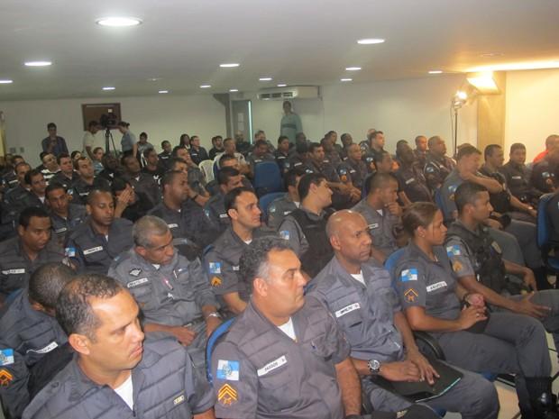 Policiais receberam orientação para o atendimento ao público LGBT (Foto: Renata Soares)