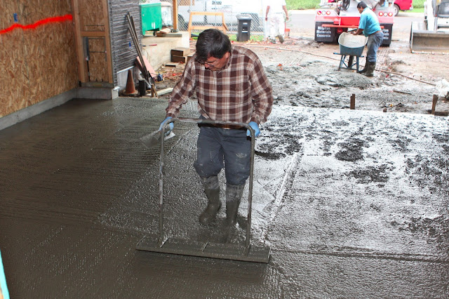 Homecrunch how to build a better garage floor that for Best temperature to pour concrete foundation