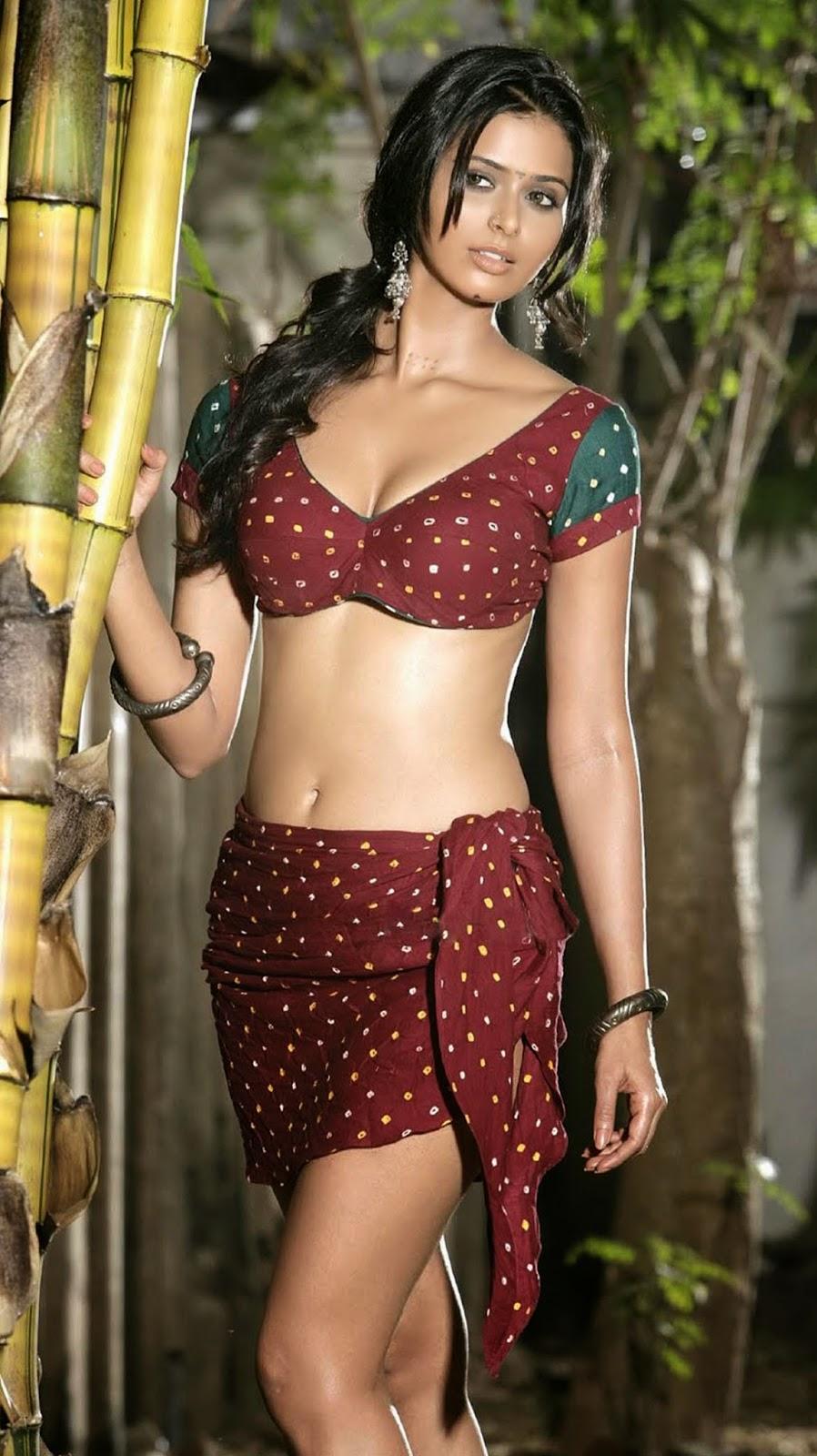 Indian Maid Cleavage Cool desi girl cleavage & navel show   maalaamaaal