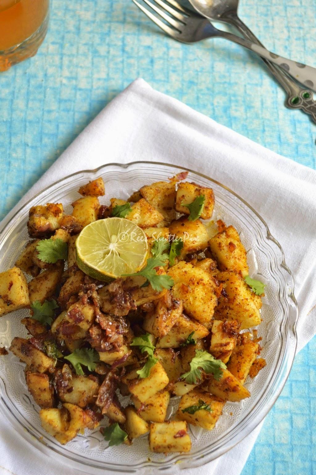 Spicy Tava Idli Recipe | Left Over Dishes Recipes | Easy Snacks, left over idli recipes, spicy idli upma recipe, tava idli recipe, snacks idli, idli recipes