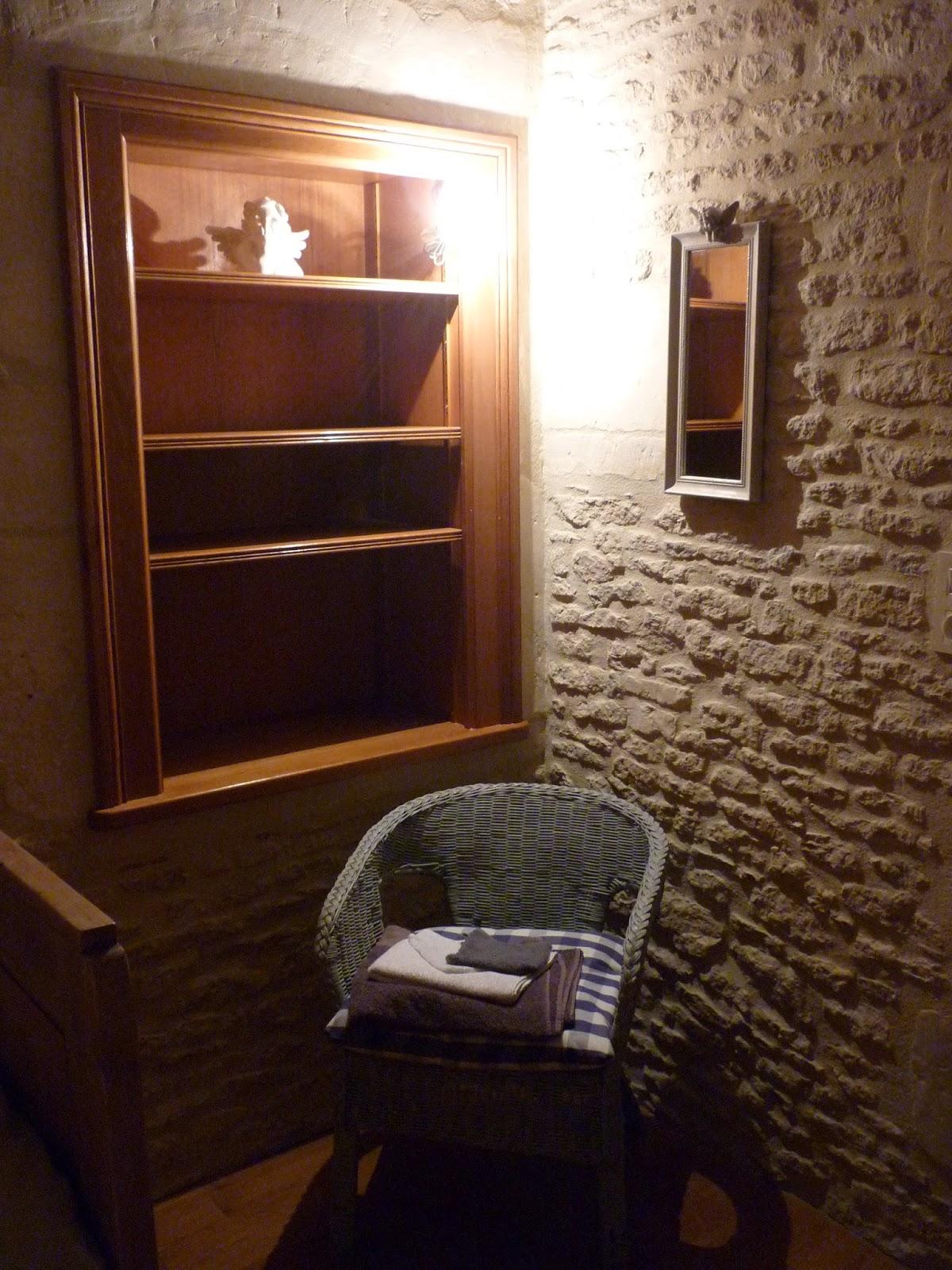 chambre single dans la tourelle du Manoir de Beaurepaire en Normandie