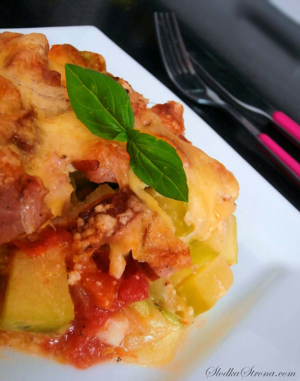 Zapiekanka z Cukinią, Pomidorami i Kiełbasą