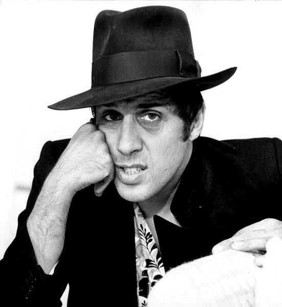 Fotografias a preto e branco de celebridades - Adriano Celentano