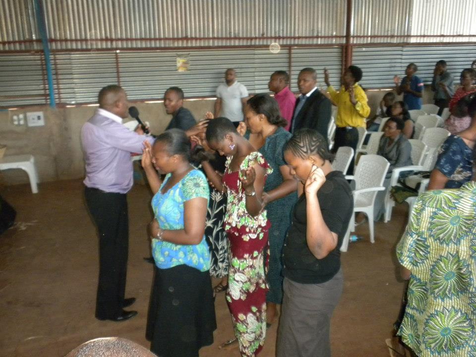 Amen halleluyah blog october 2012 mama mchungaji elizabeth mtalitinya akiwaongoza watu katika kumsifu mungu thecheapjerseys Image collections