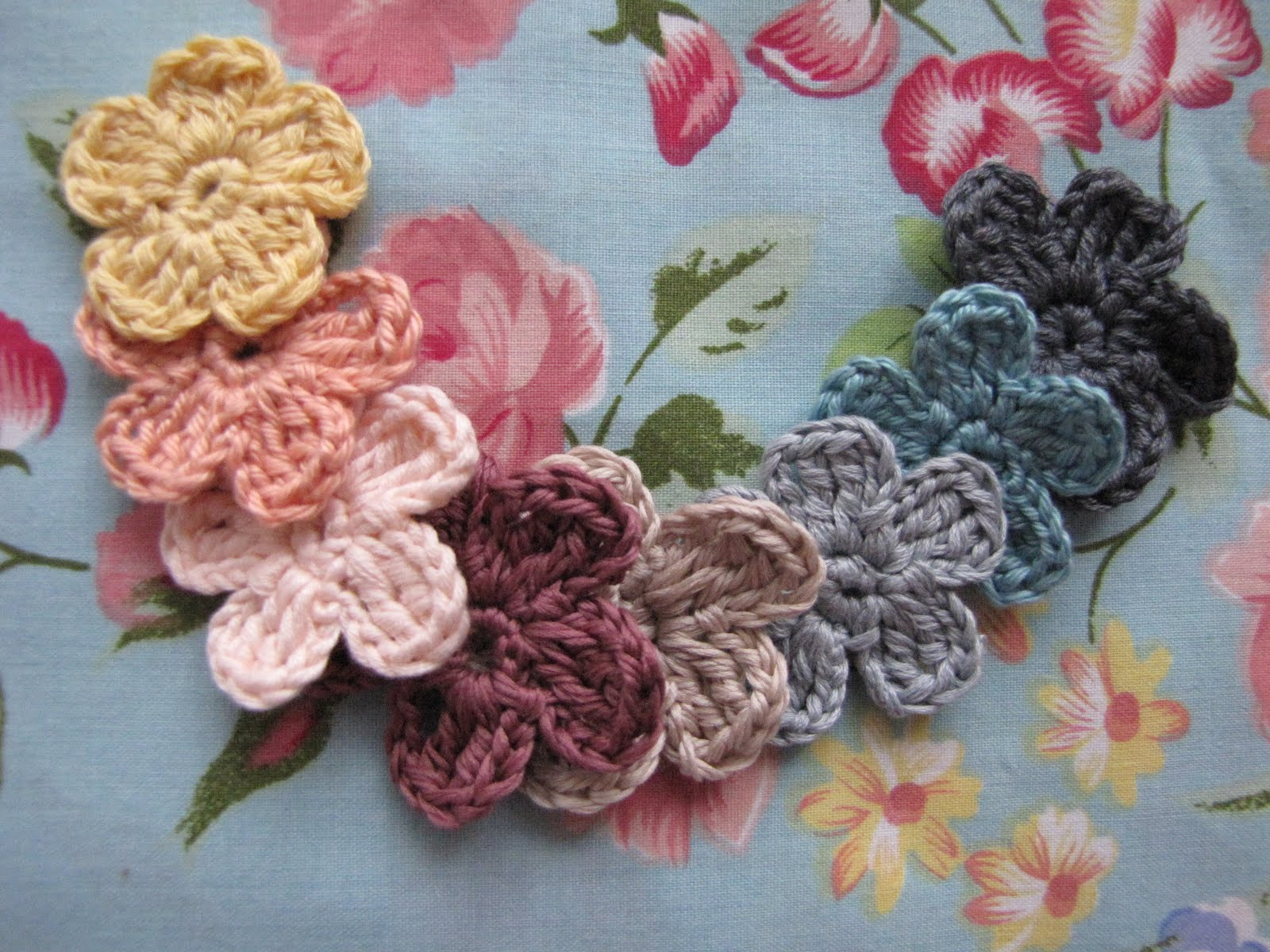 FREEBIES FOR CRAFTERS Crocheted Flowers
